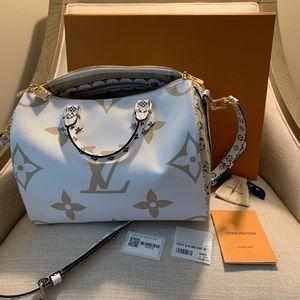 BRAND NEW Louis Vuitton speedy mono giant khaki